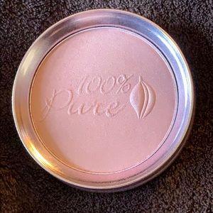 100% Pure Fruit Pigmented Luminizer